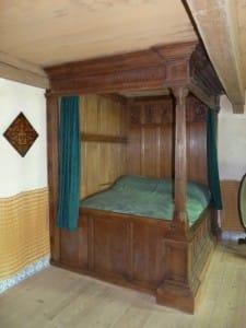 Oudste bed-W1000
